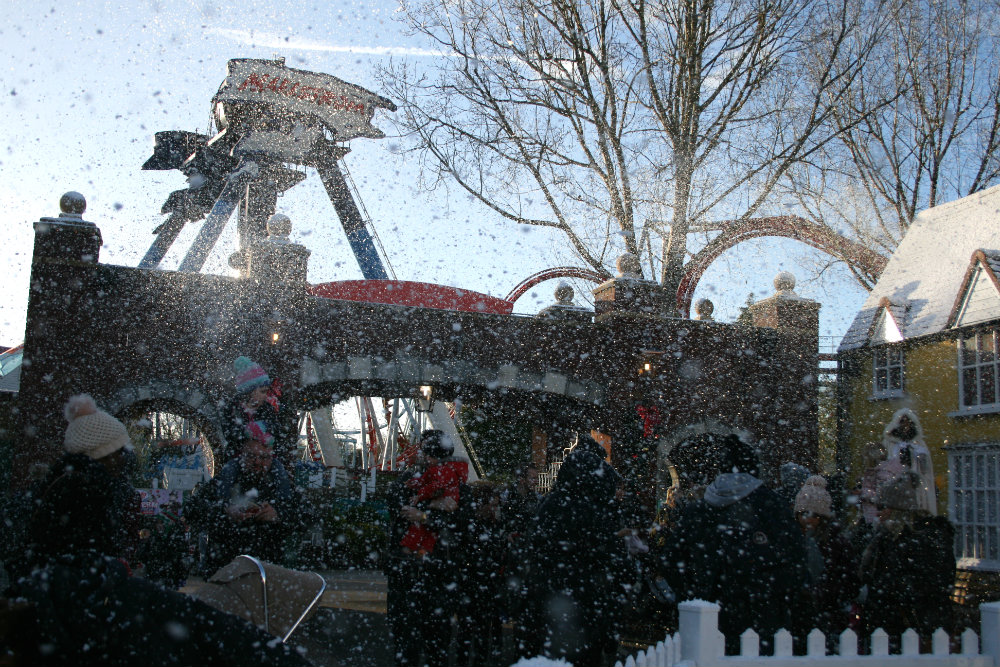 The Snow falling around us at the Thomasland performance