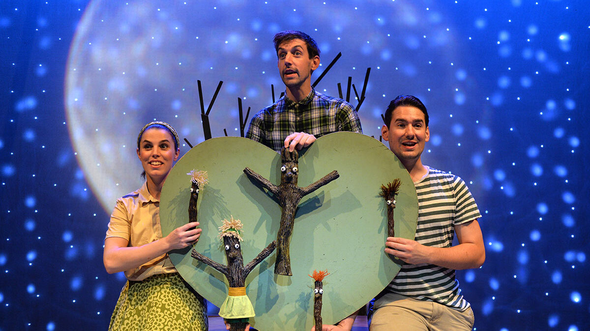 Theatre Review: Stick Man – Scamp Theatre at Town Hall, Birmingham