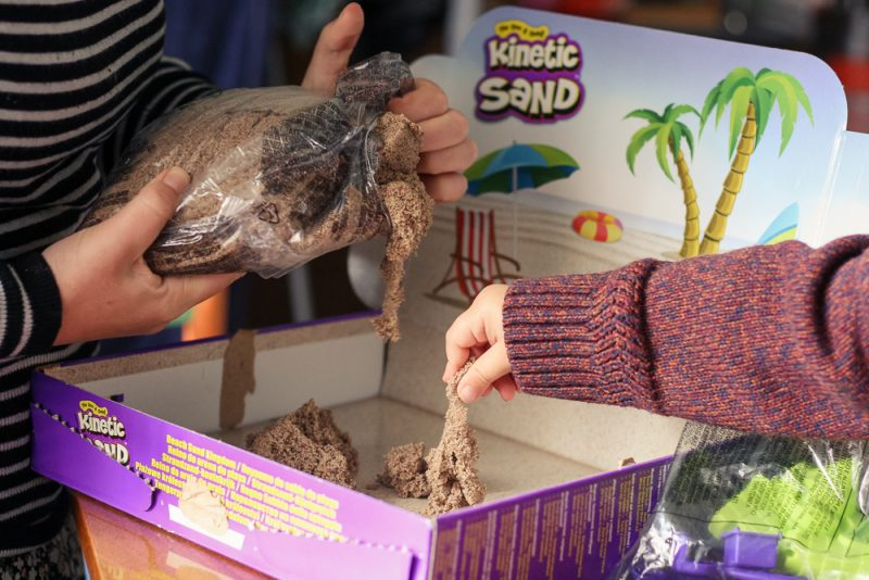 Setting up the Beach Kingdom Kinetic Sand kit to play with